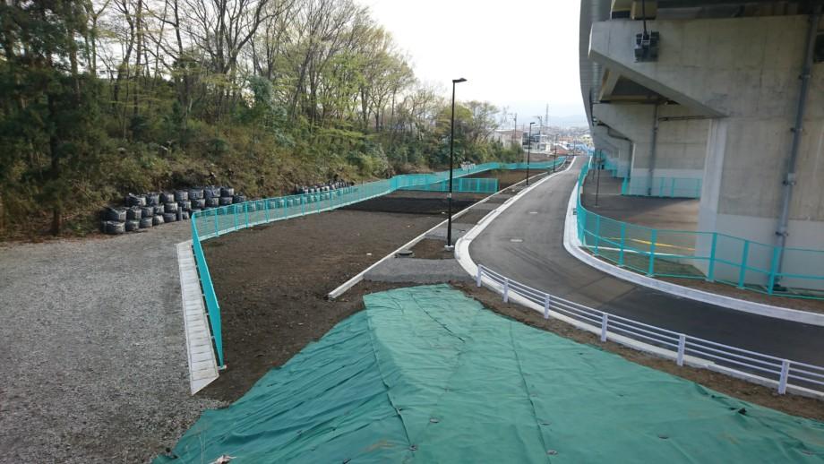 街路築造工事及び電線共同溝設置工事(27南東-多摩3・1・6小山)